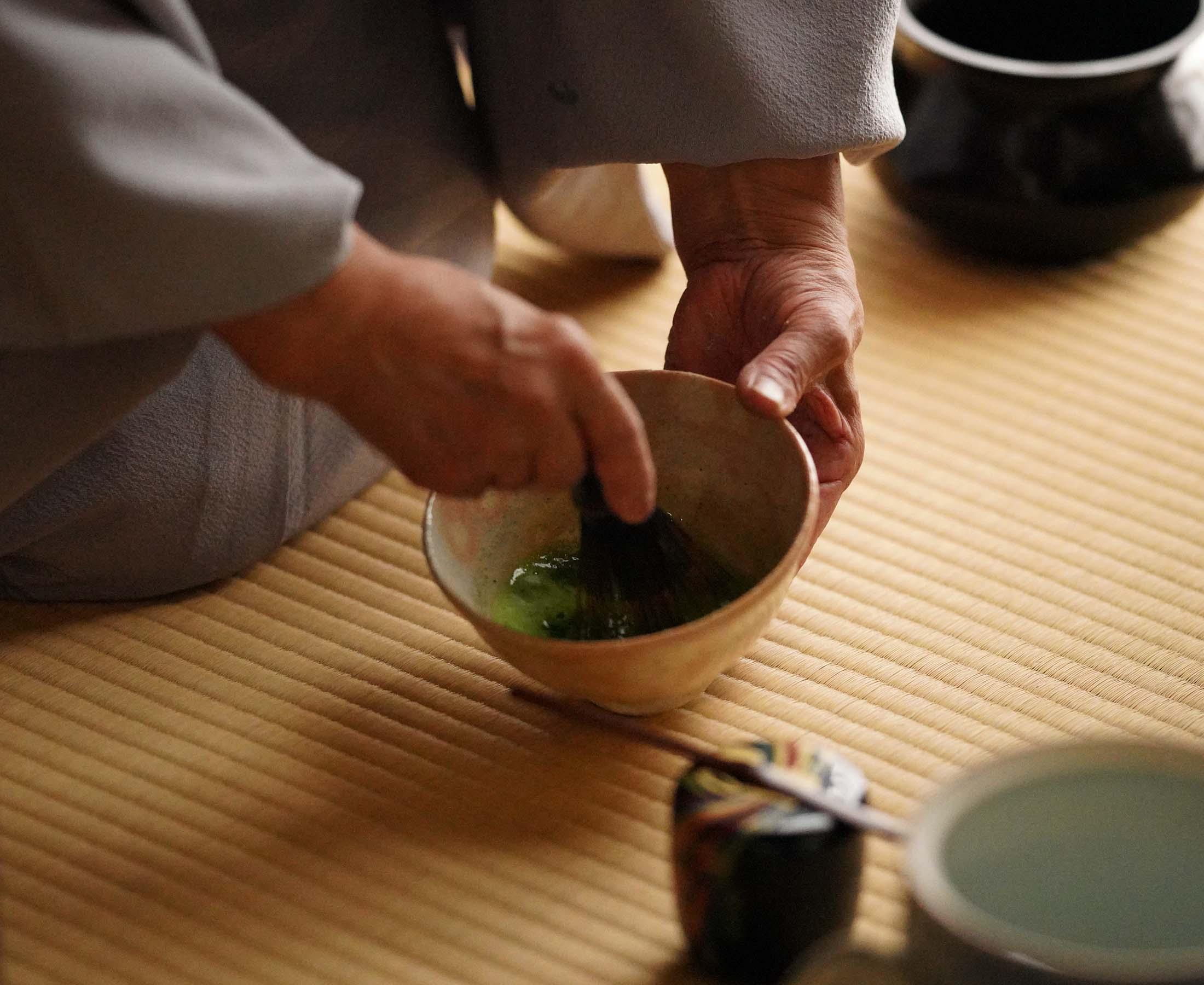 伝利休茶室で創作工芸生菓子付きお抹茶体験