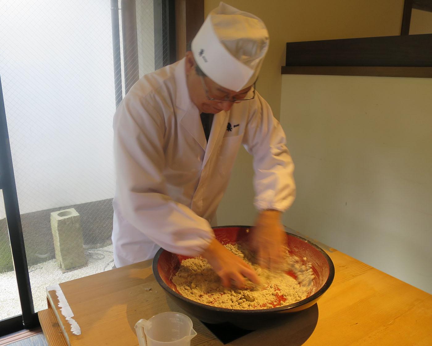 老舗料亭で松江の匠と楽しむ蕎麦打ち&試食体験
